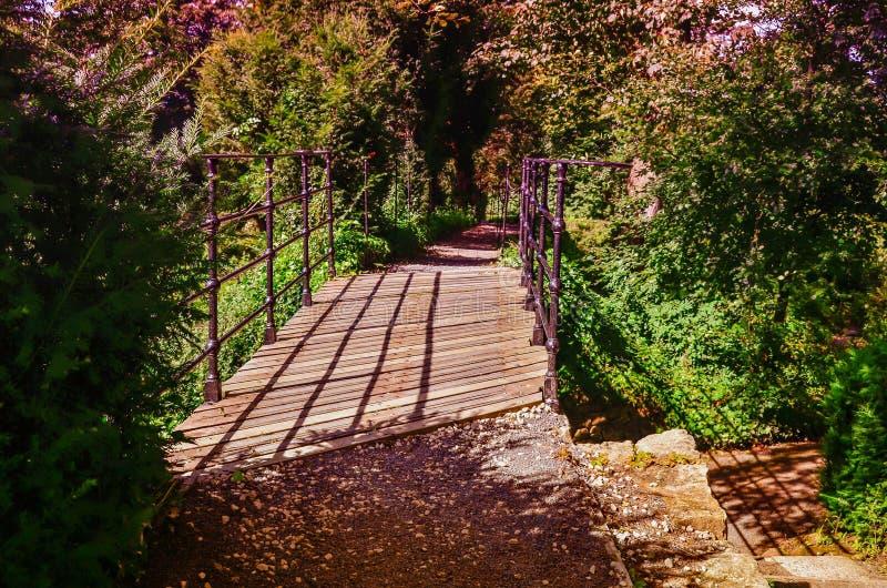 Vista de jardines hermosos en Brodsworth Pasillo imagen de archivo libre de regalías