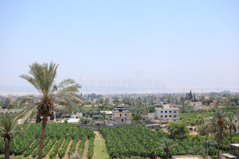 Vista de Jericó en el desierto de Judean fotos de archivo