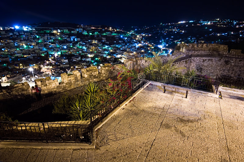 Vista de Jerusalén de la ciudad vieja en la noche foto de archivo libre de regalías