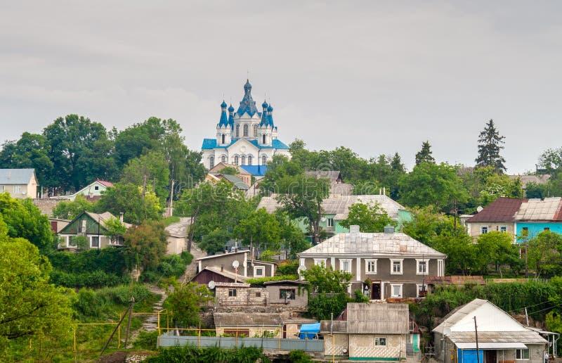 Vista de Kamianets-Podolsky con la iglesia ortodoxa - Ucrania fotos de archivo libres de regalías