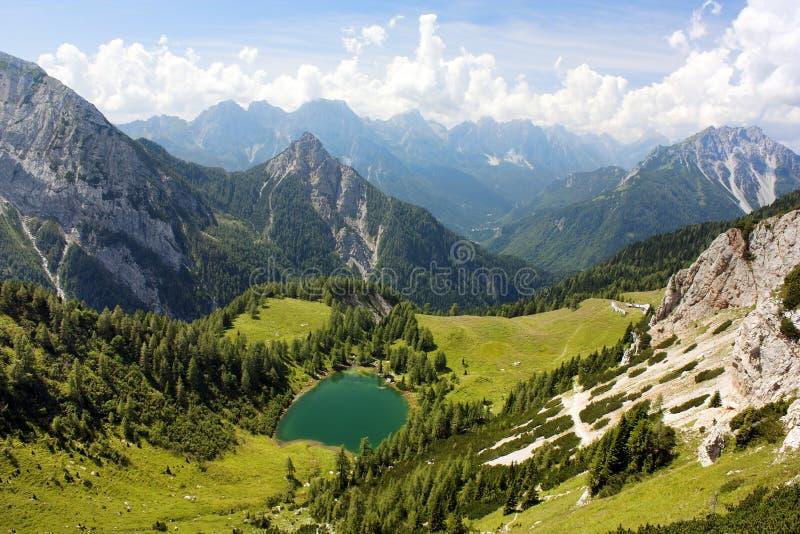 Vista de Karnische Alpen ou de Alpi Carniche imagem de stock royalty free
