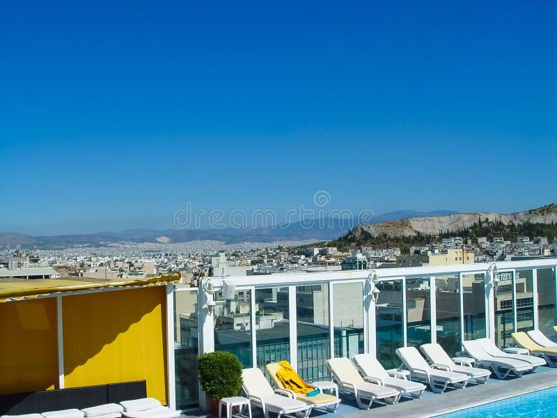 Vista de la acrópolis en Atenas de un edificio del hotel foto de archivo