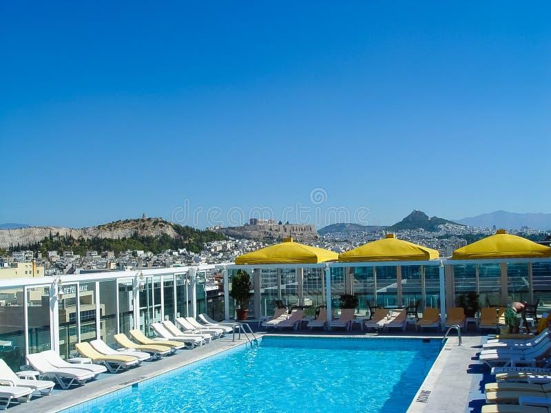 Vista de la acrópolis en Atenas de un edificio del hotel fotos de archivo