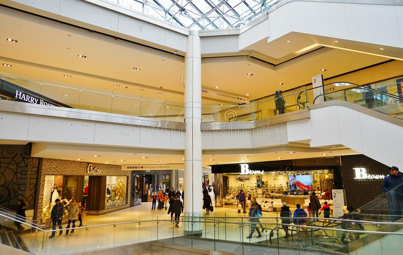 Vista de la alameda de compras del centro de Rideau en Ottawa céntrica, Canadá foto de archivo