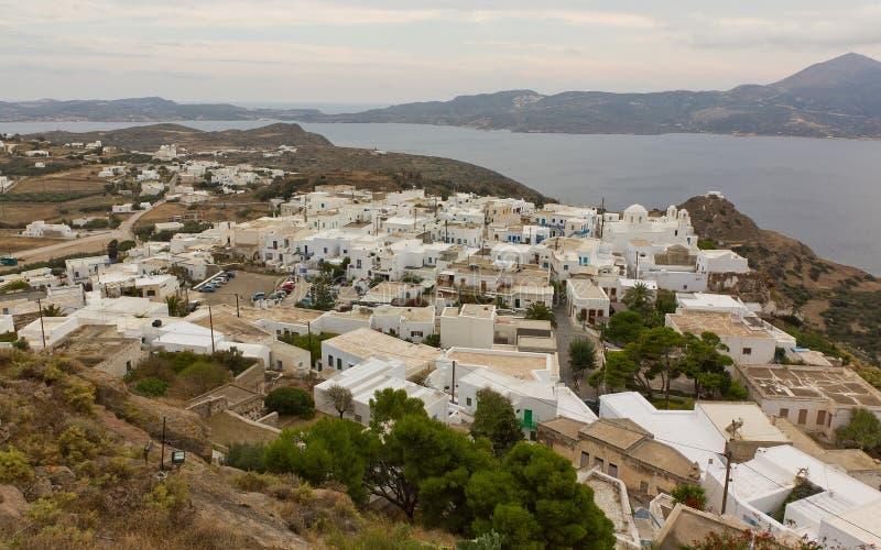 Vista de la aldea de Plaka, Milos, Grecia foto de archivo