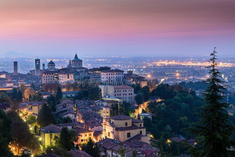 Vista de la alta ciudad de Bérgamo imagen de archivo libre de regalías