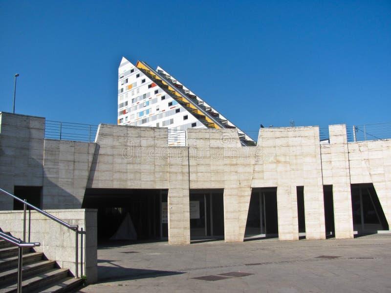 Vista de la arquitectura moderna Hacquetova Ulica, Ljubljana, Eslovenia imagen de archivo