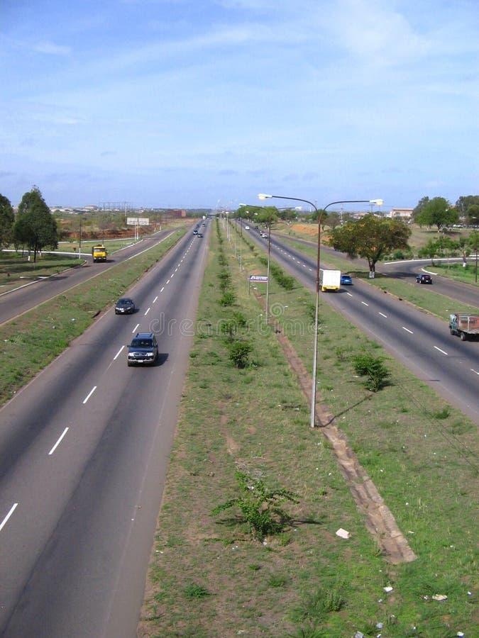 Vista de la avenida de Guayana, por la zona industrial de Matanzas, Puerto Ordaz, Venezuela foto de archivo libre de regalías