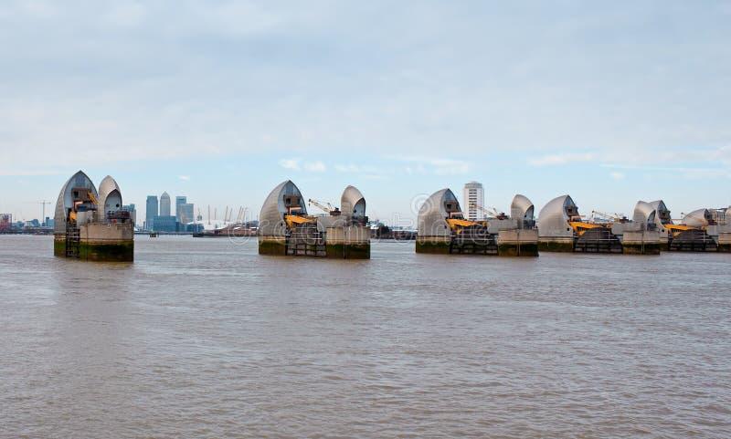 Vista de la barrera de Thames en Londres imagen de archivo libre de regalías