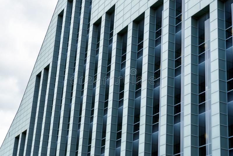Vista de la biblioteca nacional letona en Riga, Letonia, el 25 de julio de 2018 imagen de archivo