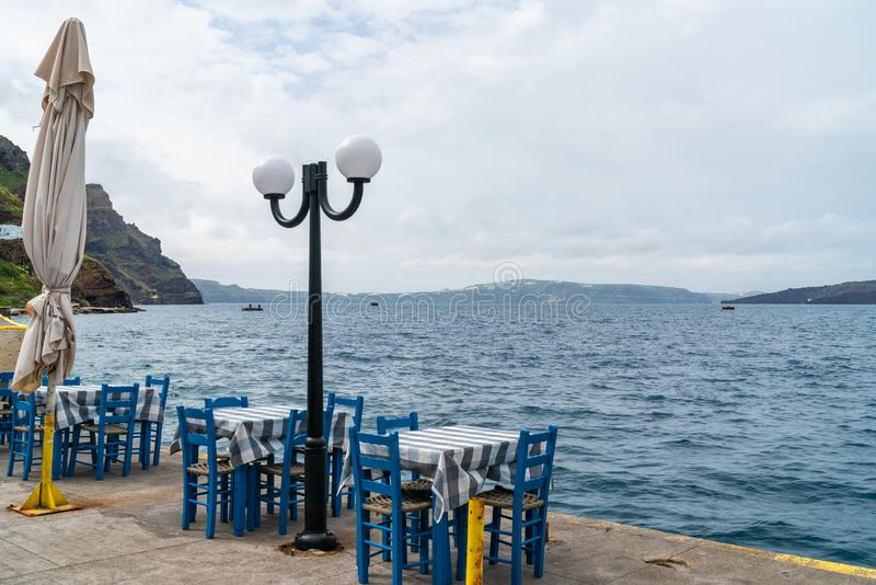 Vista de la caldera del volcán y del Mar Egeo en Fira fotos de archivo libres de regalías