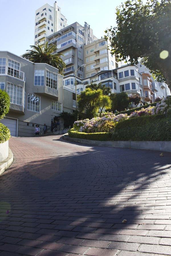 Vista de la calle del lombardo, San Francisco (los E.E.U.U.) fotografía de archivo