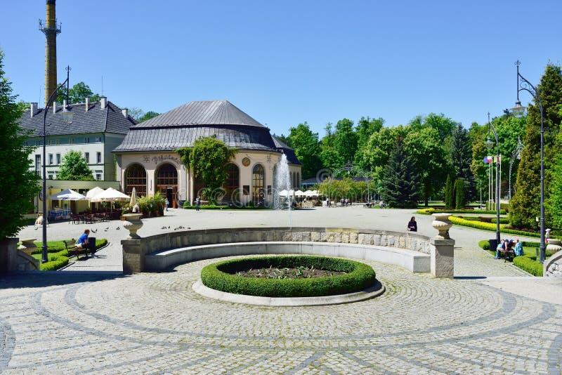 Vista de la casa del balneario en el parque de ciudad Kudowa Zdroj el 20 de mayo de 2014 fotografía de archivo libre de regalías