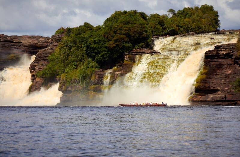 Vista de la cascada en Canaima, Venezuela foto de archivo