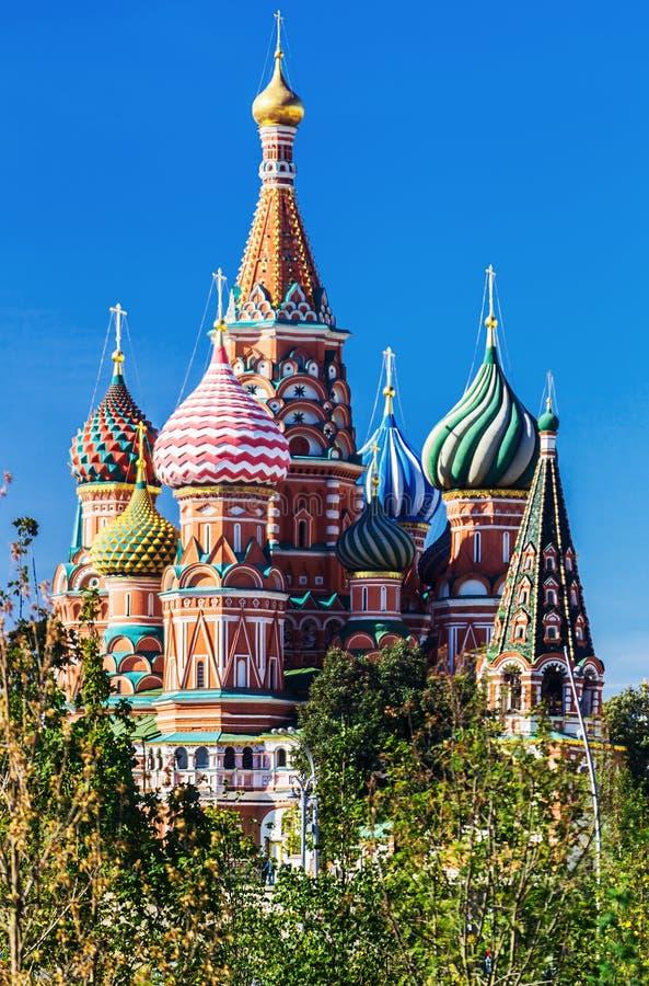 Vista de la catedral del ` s de la albahaca del St de la catedral de Pokrovsky con imagen de archivo