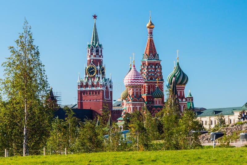 Vista de la catedral del ` s de la albahaca del St de la catedral de Pokrovsky con el P foto de archivo libre de regalías