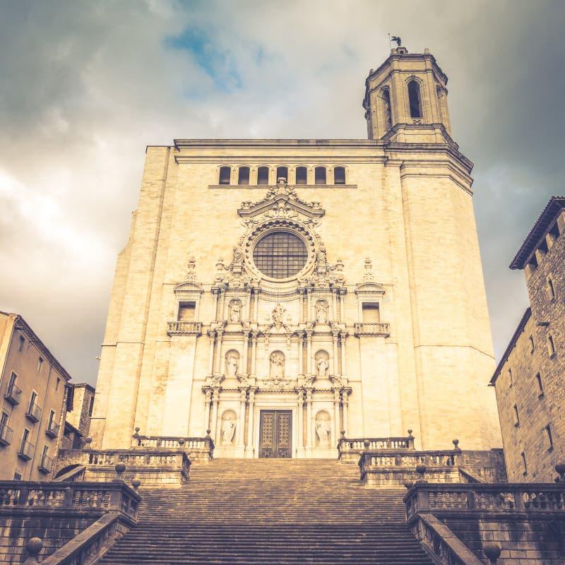 Vista de la catedral de Girona en Catalu?a espa?a Coloque de filmar juegos de tronos Filtro suave fotografía de archivo
