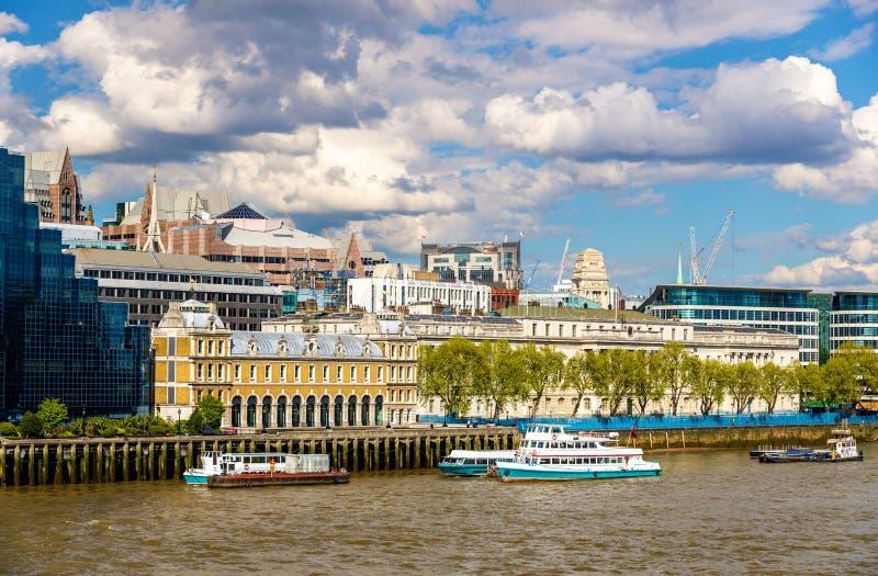 Vista de la ciudad aduanas de Londres imagen de archivo libre de regalías