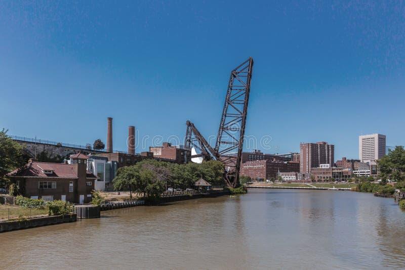 Vista de la ciudad de Cleveland sobre el río de Cuyahoga imágenes de archivo libres de regalías