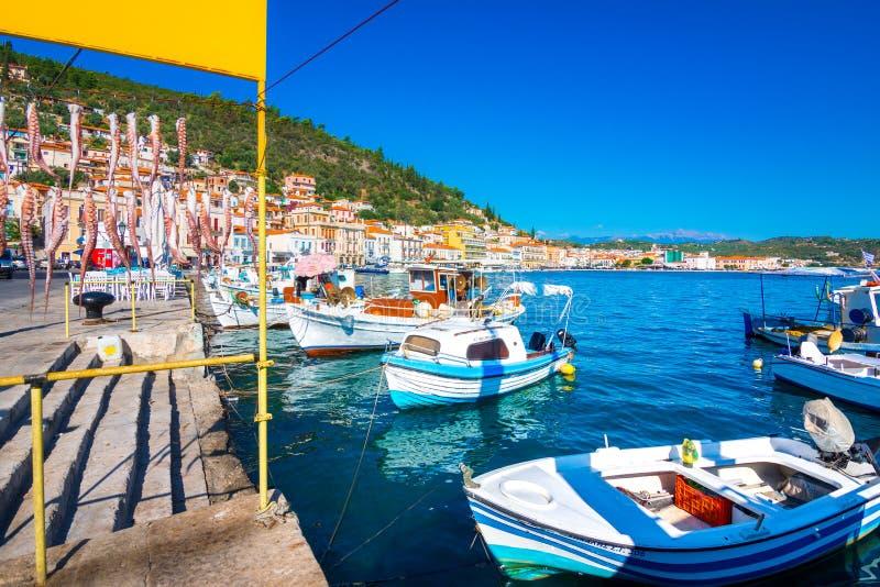 Vista de la ciudad costera pintoresca de Gythio, Peloponeso imágenes de archivo libres de regalías