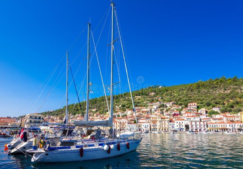Vista de la ciudad costera pintoresca de Gythio, Peloponeso fotos de archivo libres de regalías