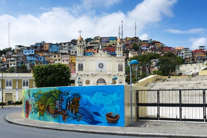 Vista de la ciudad de Guayaquil con la iglesia y las casas coloridas en Ecuador foto de archivo