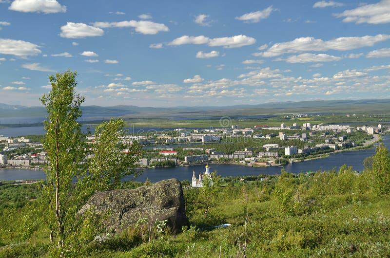 Vista de la ciudad de la altura de la montaña Poazuayvench foto de archivo libre de regalías