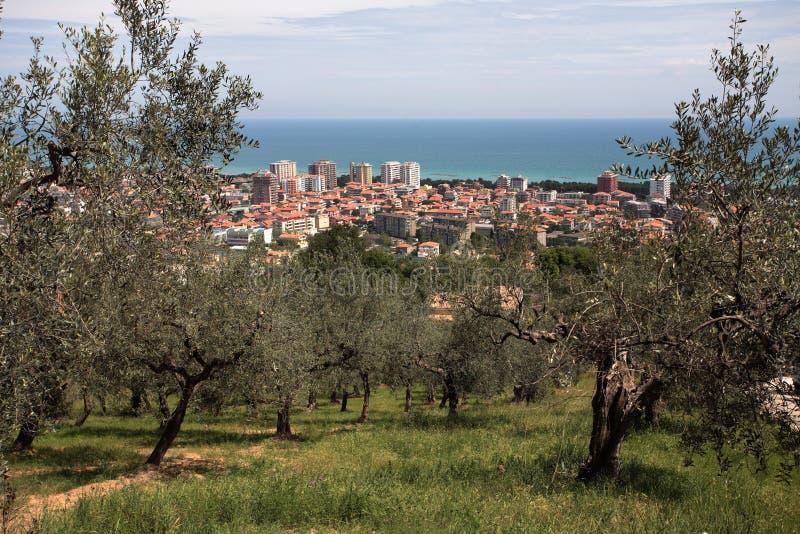 Vista de la ciudad de Montesilvano imagenes de archivo