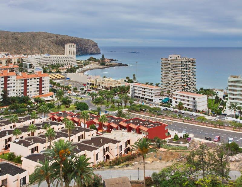 Vista de la ciudad del Los Cristianos con el océano Tenerife Islas Canarias españa imagen de archivo libre de regalías