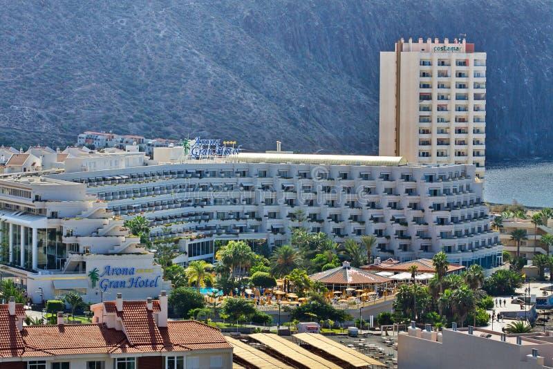 Vista de la ciudad del Los Cristianos con las montañas Tenerife Islas Canarias españa imagen de archivo libre de regalías