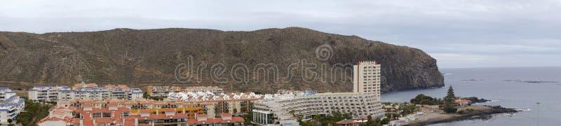 Vista de la ciudad del Los Cristianos, Tenerife foto de archivo