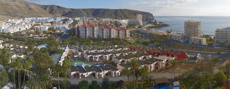 Vista de la ciudad del Los Cristianos, Tenerife foto de archivo libre de regalías