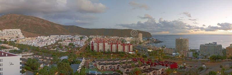 Vista de la ciudad del Los Cristianos, Tenerife imagen de archivo