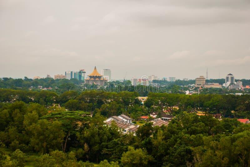 Vista de la ciudad del top Kuching, Borneo, Sarawak, Malasia fotografía de archivo