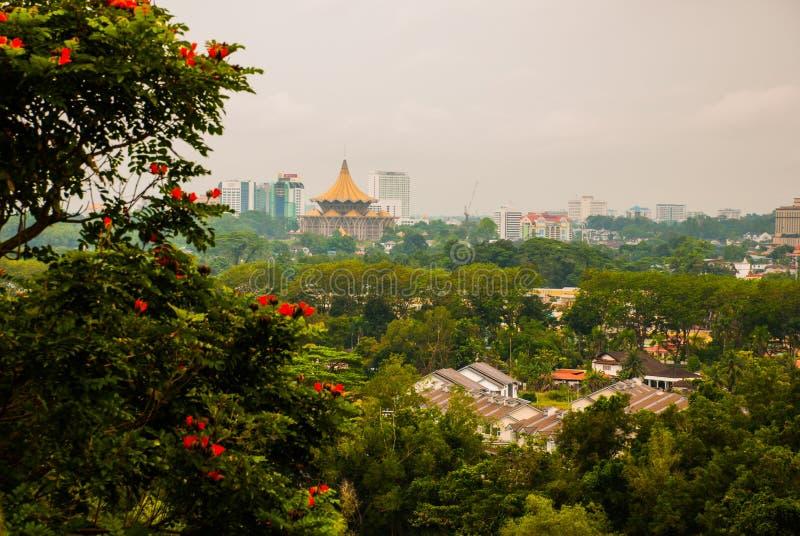 Vista de la ciudad del top Kuching, Borneo, Sarawak, Malasia imagen de archivo