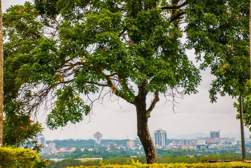 Vista de la ciudad del top Kuching, Borneo, Sarawak, Malasia imágenes de archivo libres de regalías