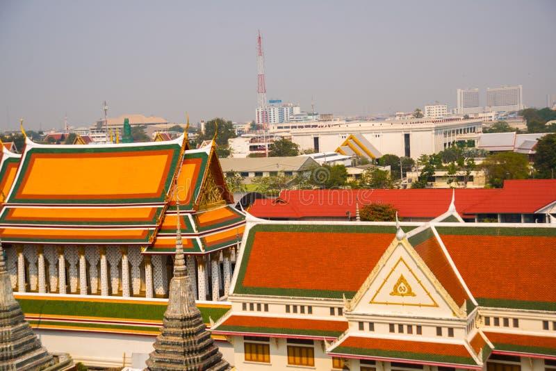 Vista de la ciudad desde arriba Río, casas y templos Visión desde el vuelo del pájaro bangkok tailandia fotos de archivo libres de regalías