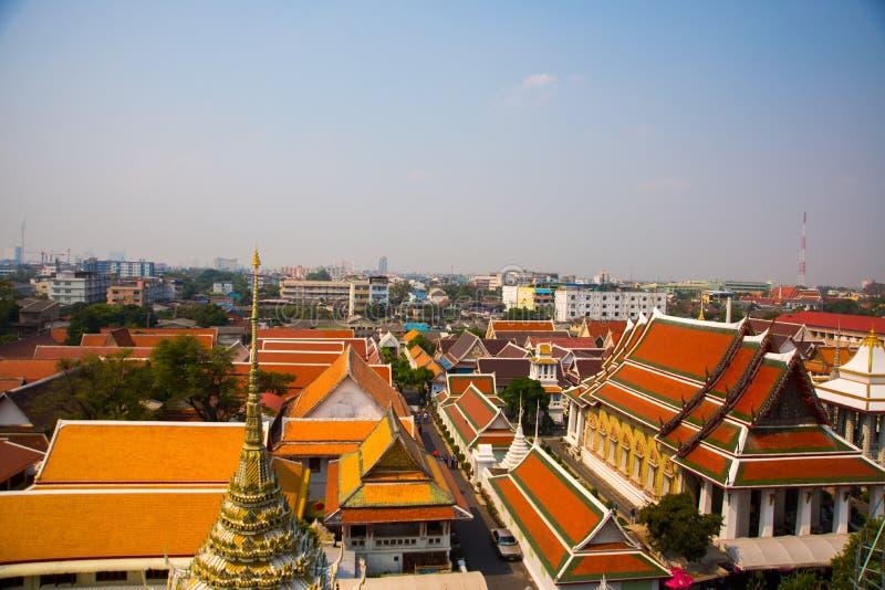Vista de la ciudad desde arriba Río, casas y templos Visión desde el vuelo del pájaro bangkok tailandia imagen de archivo libre de regalías