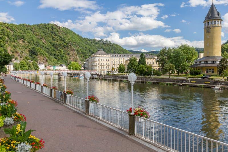 Vista de la ciudad el mún ccsme del balneario en el río Lahn en Alemania foto de archivo