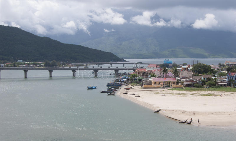 Vista de la ciudad en tonalidad, Vietnam de Lang Co foto de archivo libre de regalías