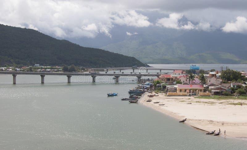 Vista de la ciudad en tonalidad, Vietnam de Lang Co fotos de archivo