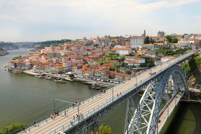 Vista de la ciudad histórica de Oporto con el puente de Dom Luiz I, Portugal fotografía de archivo libre de regalías