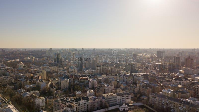 Vista de la ciudad de Kiev de una opinión del ojo del ` s del pájaro en primavera foto de archivo libre de regalías
