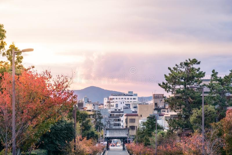 Vista de la ciudad de Kyoto en la puesta del sol en Japón fotos de archivo