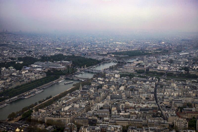Vista de la ciudad de Par?s de la altura de la torre Eiffel fotos de archivo