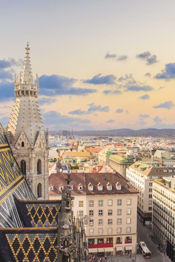 Vista de la ciudad de la plataforma de observación de la catedral del ` s de St Stephen en Viena, Austria imagen de archivo