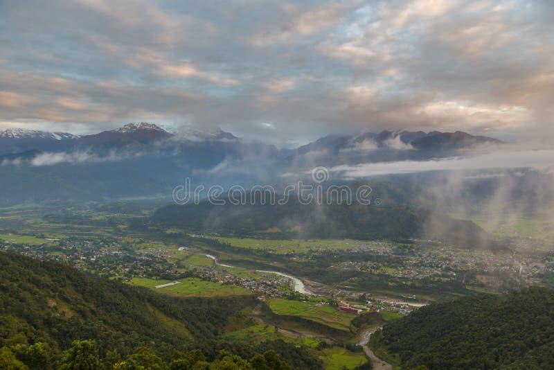 Vista de la ciudad de Pokhara fotos de archivo