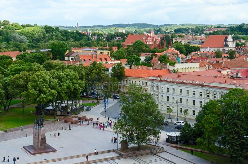Vista de la ciudad vieja de la plataforma de observación del campanario de la cátedra imágenes de archivo libres de regalías