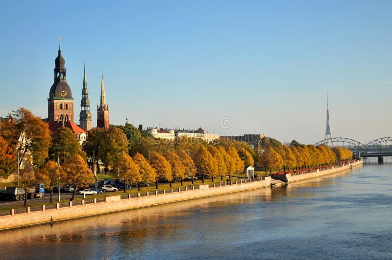 Vista de la ciudad vieja de Riga imagenes de archivo