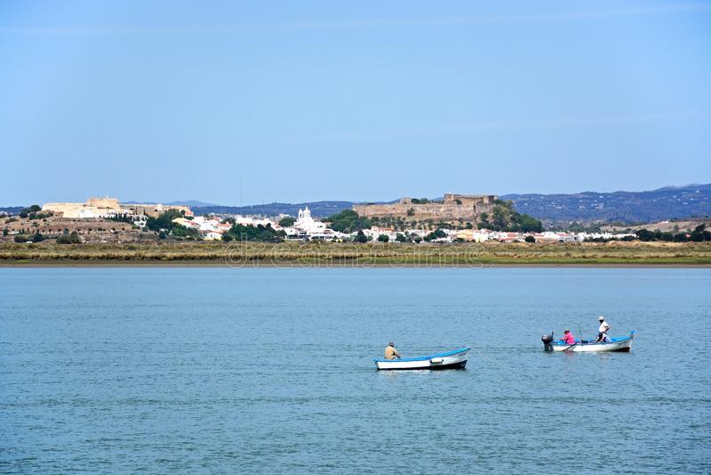 Vista de la ciudad y del río, Castro Marim imagen de archivo libre de regalías